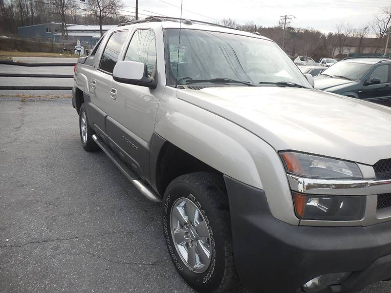2005 Chevrolet Avalanche for sale at Galaxy Auto LLC in Millersville MD