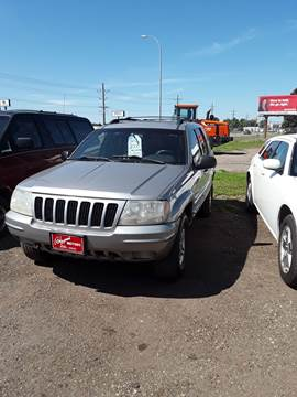2000 Jeep Grand Cherokee for sale at BARNES AUTO SALES in Mandan ND