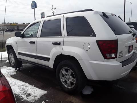 2006 Jeep Grand Cherokee for sale at BARNES AUTO SALES in Mandan ND
