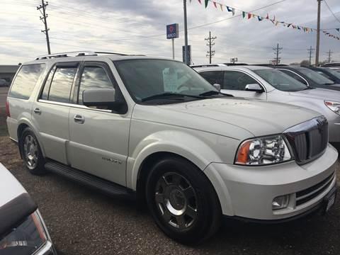 2006 Lincoln Navigator for sale at BARNES AUTO SALES in Mandan ND