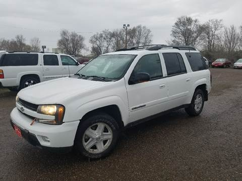 2002 Chevrolet TrailBlazer for sale at BARNES AUTO SALES in Mandan ND