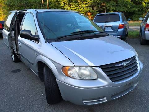 2005 Chrysler Town and Country for sale at D & M Discount Auto Sales in Stafford VA