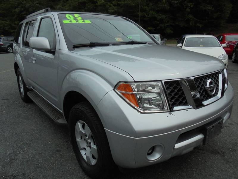 2005 Nissan Pathfinder for sale at D & M Discount Auto Sales in Stafford VA