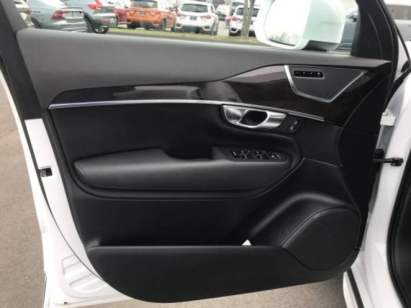 2018 Volvo XC90 T6 Momentum (image 15)