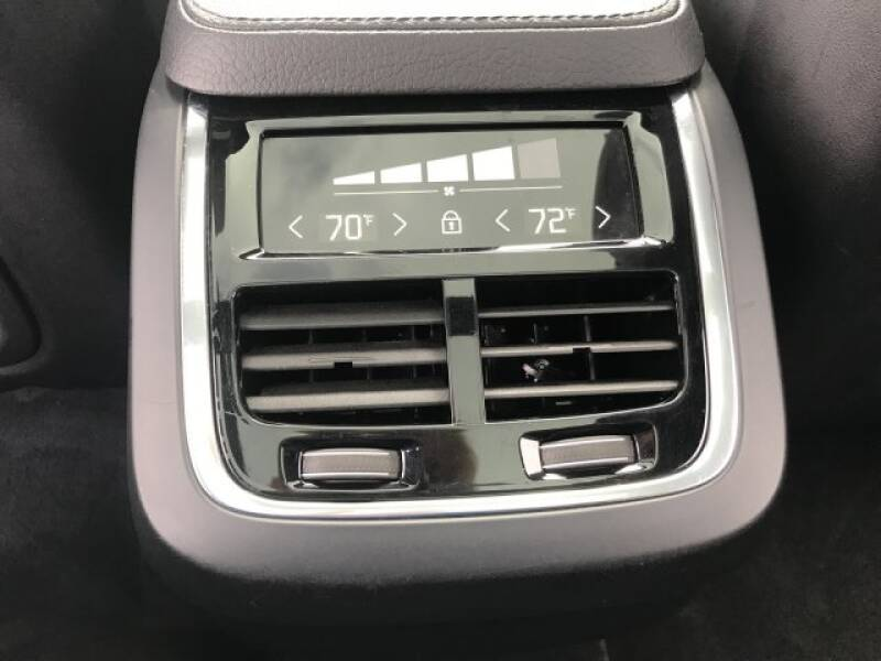 2018 Volvo XC90 T6 Momentum (image 13)