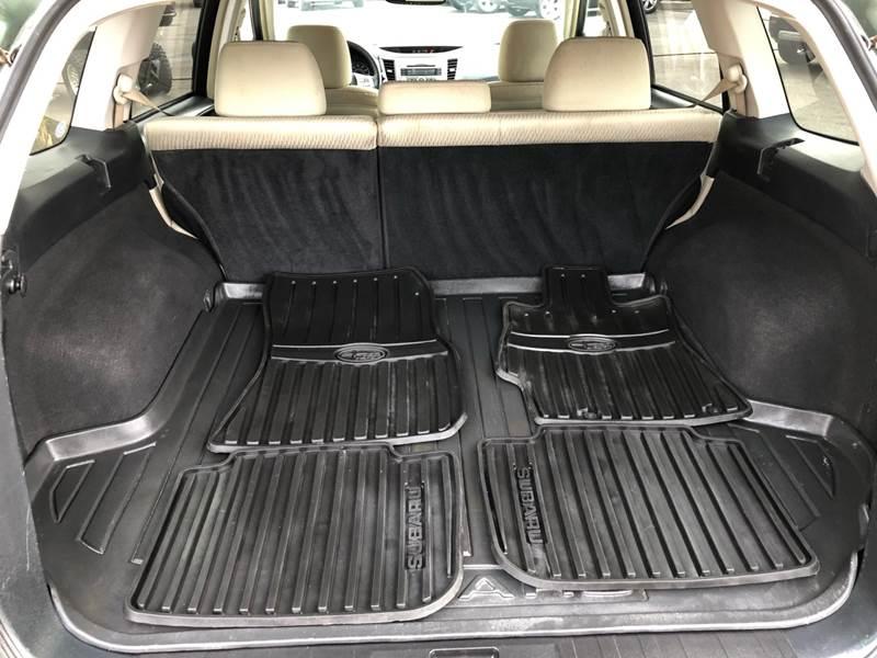 2011 Subaru Outback 3.6R Premium (image 7)
