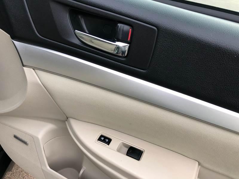 2011 Subaru Outback 3.6R Premium (image 30)