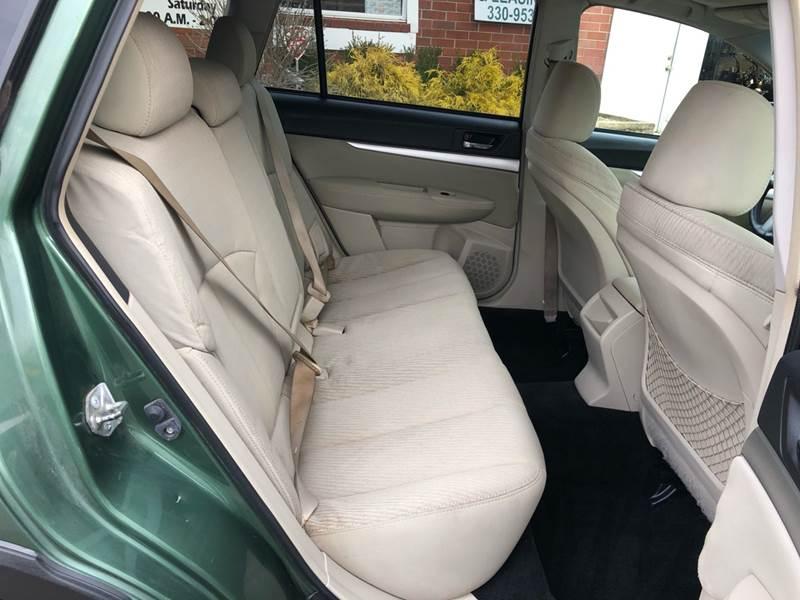 2011 Subaru Outback 3.6R Premium (image 32)
