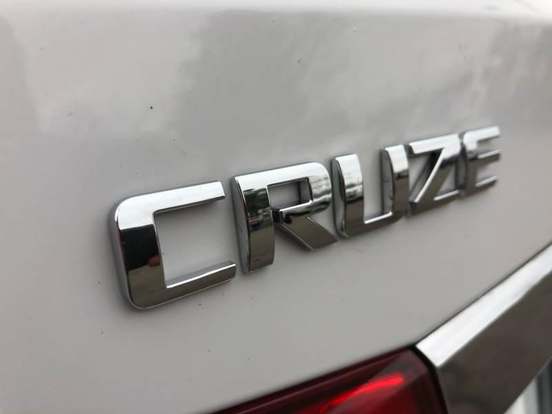 2011 Chevrolet Cruze LTZ (image 16)
