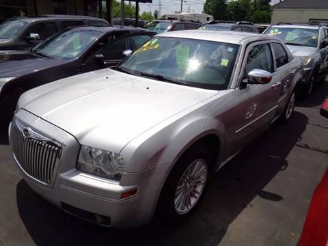 2009 Chrysler 300 for sale at Aspen Auto Sales in Wayne MI