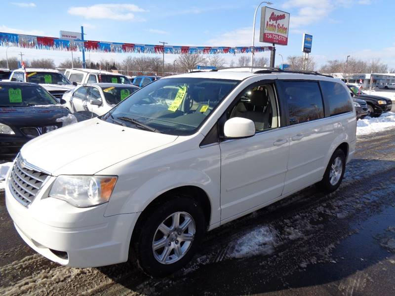 2008 Chrysler Town and Country for sale at Aspen Auto Sales in Wayne MI