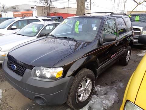2005 Ford Escape for sale at Aspen Auto Sales in Wayne MI