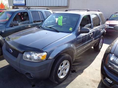 2006 Ford Escape for sale at Aspen Auto Sales in Wayne MI
