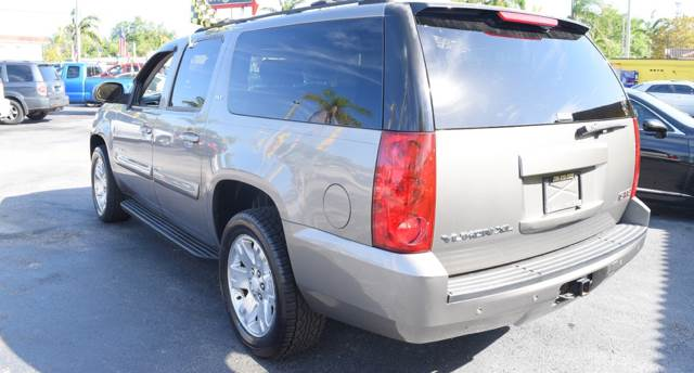 2007 GMC Yukon XL for sale at Autobahn Classics llc in Hialeah FL