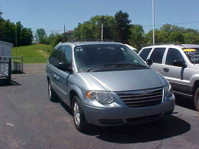 2005 Chrysler Town and Country for sale at Bates Auto & Truck Center in Zanesville OH