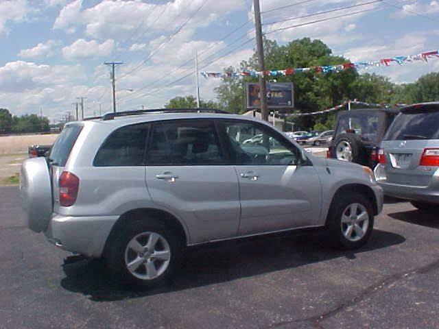 2005 Toyota RAV4 for sale at Bates Auto & Truck Center in Zanesville OH
