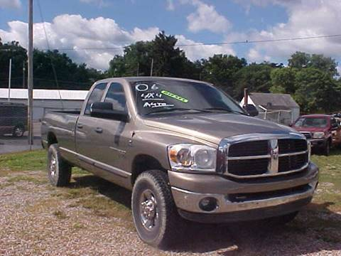2006 Dodge Ram Pickup 2500 for sale at Bates Auto & Truck Center in Zanesville OH