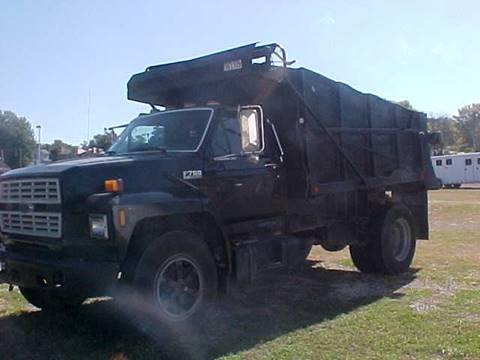 1994 Ford F700 DUMP for sale at Bates Auto & Truck Center in Zanesville OH