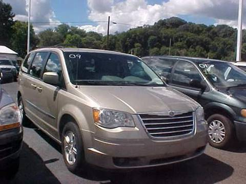 2009 Chrysler Town and Country for sale at Bates Auto & Truck Center in Zanesville OH