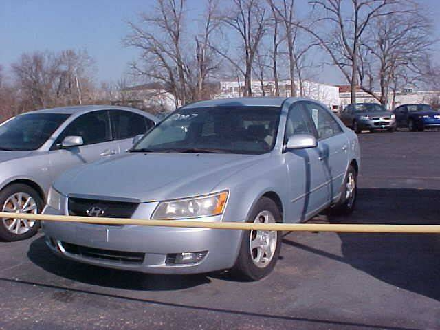 2007 Hyundai Sonata for sale at Bates Auto & Truck Center in Zanesville OH