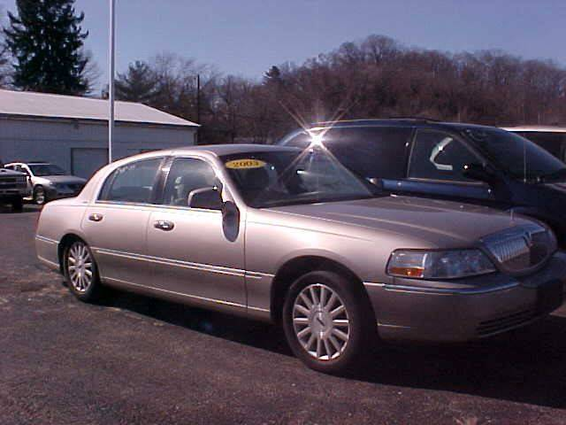 2003 Lincoln Town Car for sale at Bates Auto & Truck Center in Zanesville OH