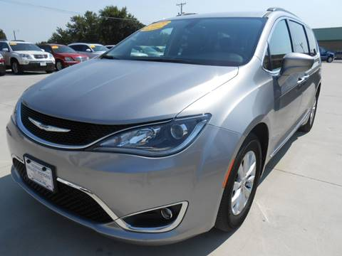 2017 Chrysler Pacifica for sale at Nemaha Valley Motors in Seneca KS