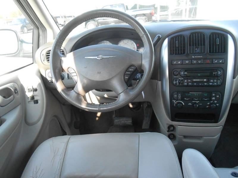 2006 Chrysler Town and Country for sale at Nemaha Valley Motors in Seneca KS
