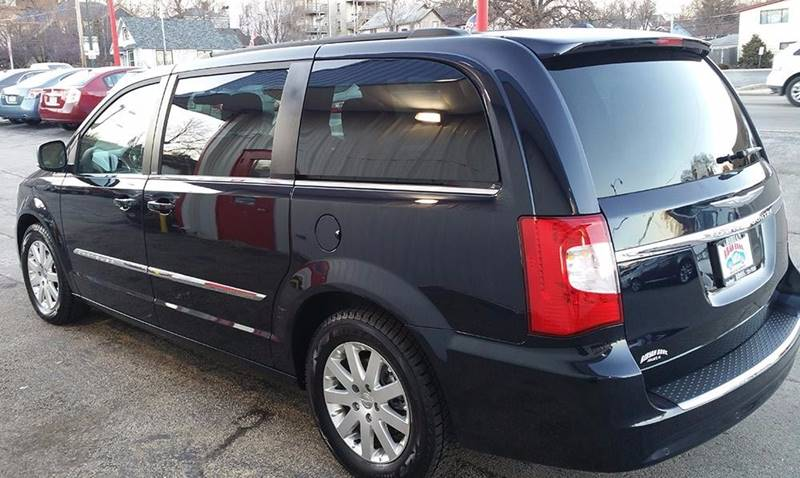 2011 Chrysler Town and Country Touring 4dr Mini-Van - Joliet IL