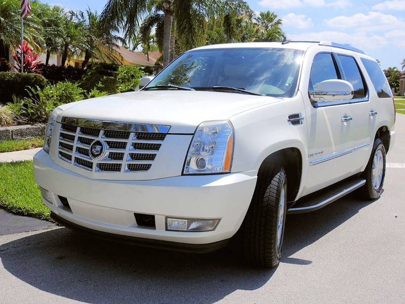 vehicle chevrolet expert tahoe gmc cadillac used review escalade yukon suburban
