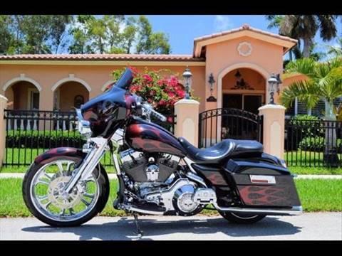 2004 Harley-Davidson Street Glide for sale at M.D.V. INTERNATIONAL AUTO CORP in Fort Lauderdale FL