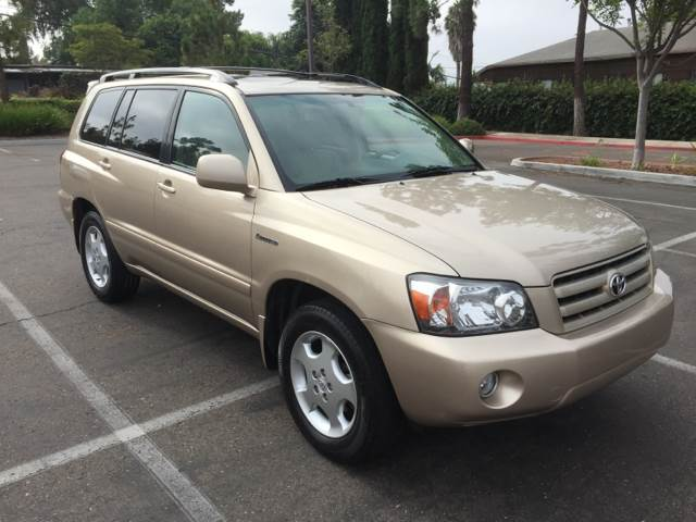 2005 Toyota Highlander for sale at Americar Auto Expert in San Diego CA