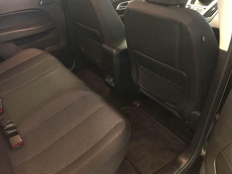 2017 Chevrolet Equinox LT (image 13)