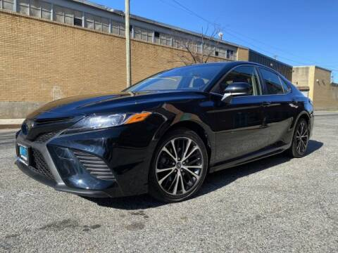 2018 Toyota Camry SE for sale at Certified Luxury Motors in Great Neck NY
