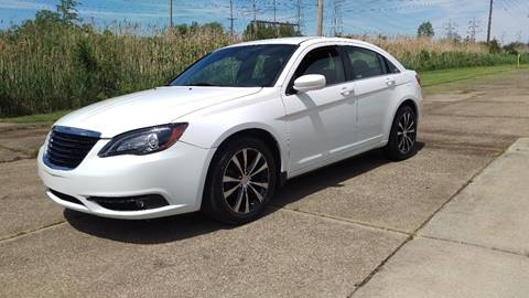2013 Chrysler 200 for sale in Willoughby, OH