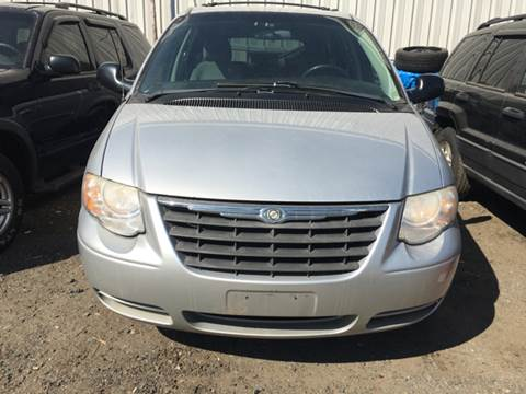 2006 Chrysler Town and Country for sale in Everett, MA