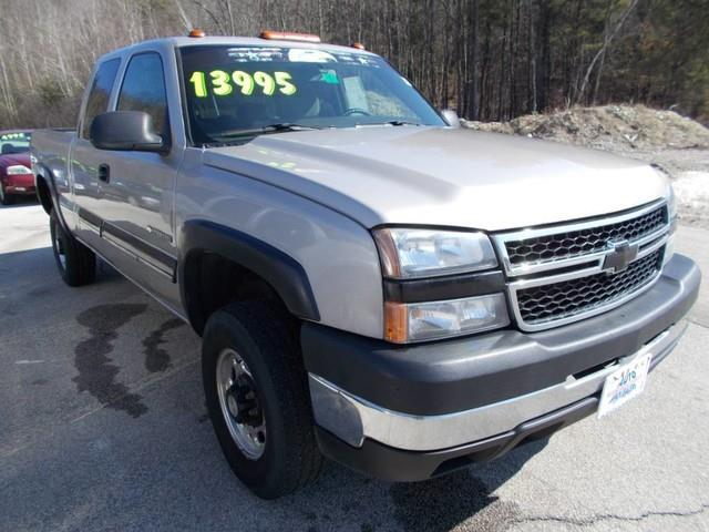 2006 Chevrolet Silverado 2500HD for sale at Auto Wholesalers Of Hooksett in Hooksett NH