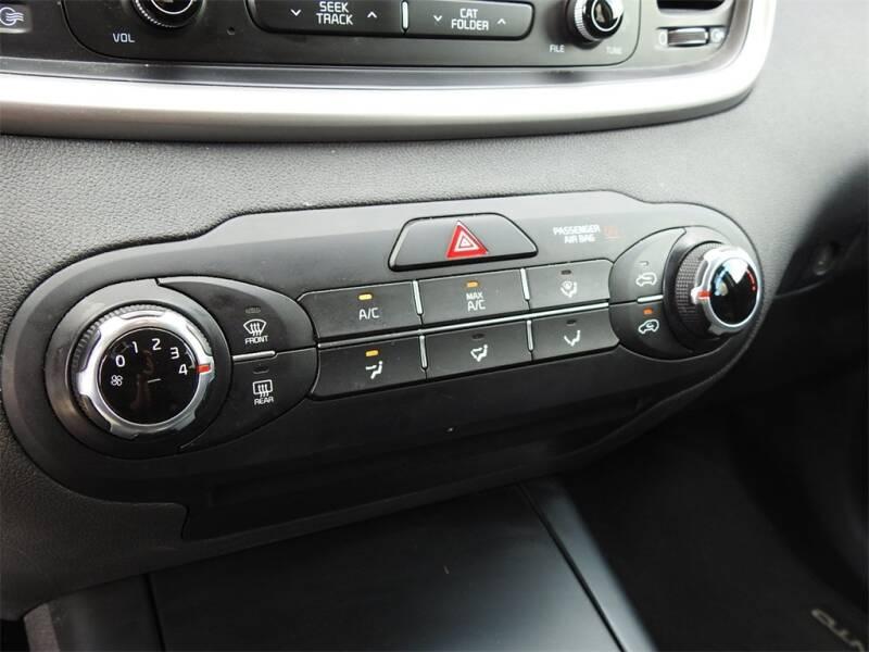 2017 Kia Sorento LX V6 (image 21)