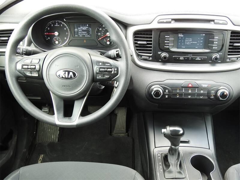 2017 Kia Sorento LX V6 (image 10)
