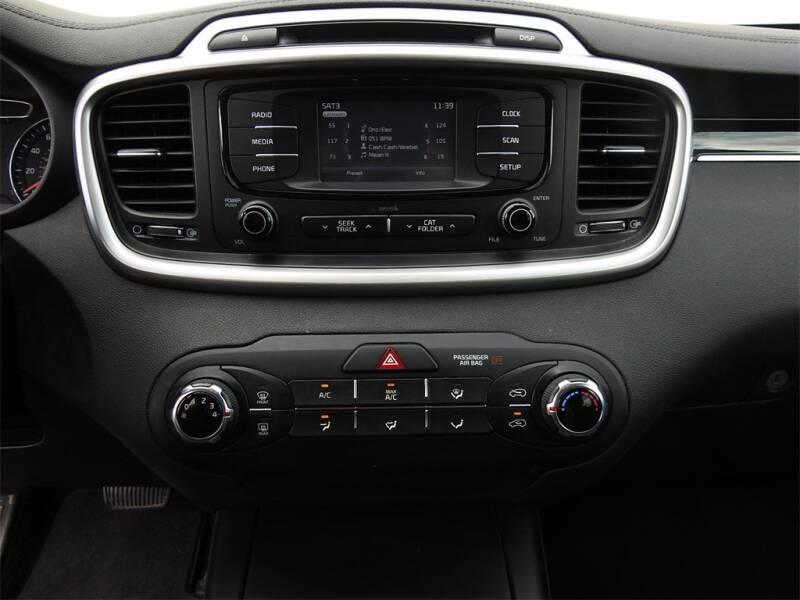 2017 Kia Sorento LX V6 (image 15)