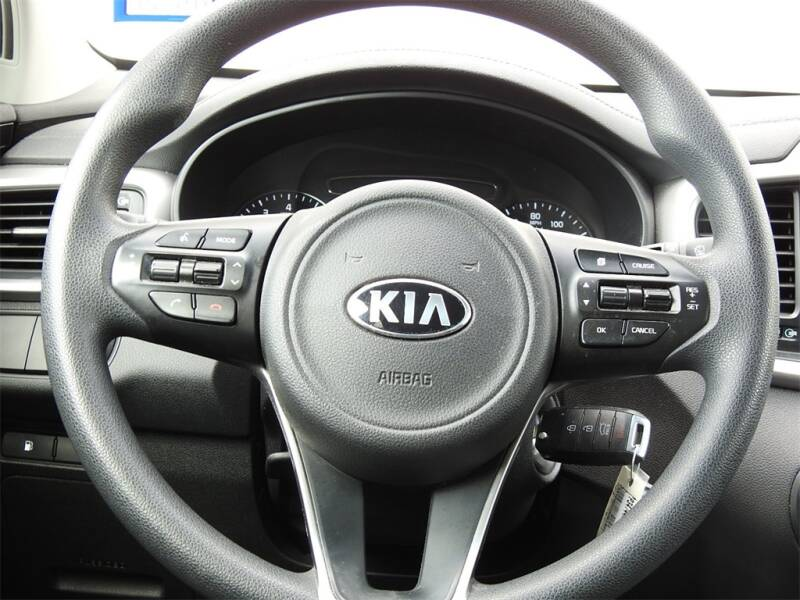 2017 Kia Sorento LX V6 (image 11)