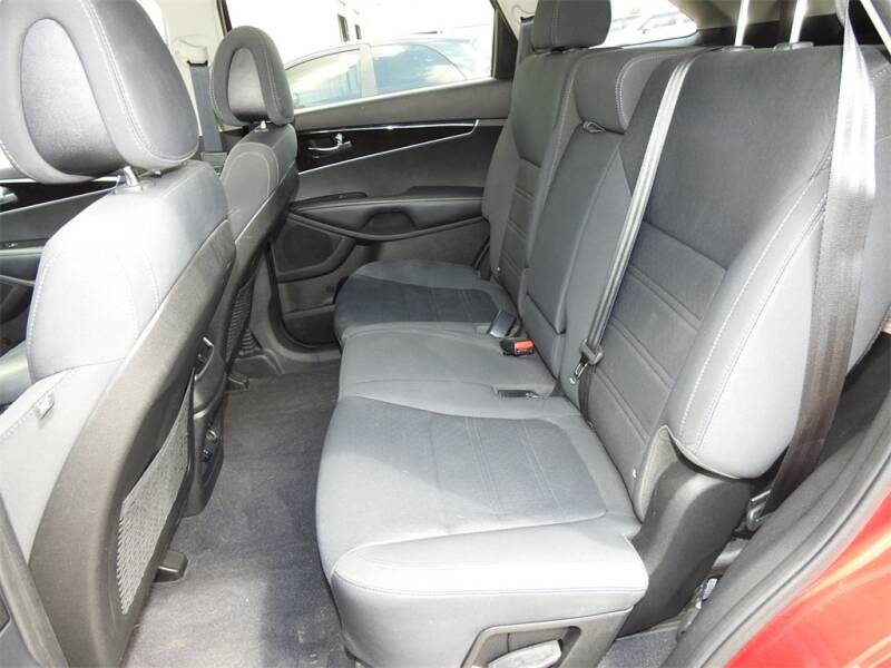 2017 Kia Sorento LX V6 (image 25)