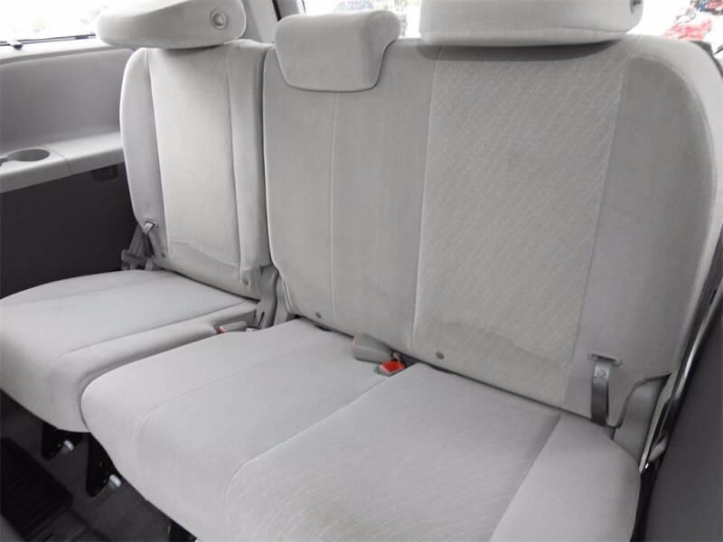 2017 Toyota Sienna LE - Houston TX