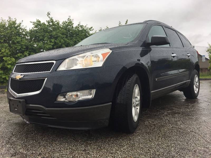 2010 Chevrolet Traverse for sale at VENTURE MOTORS in Euclid OH