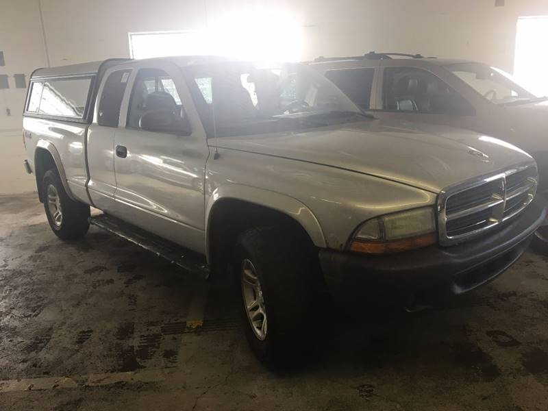 2004 Dodge Dakota for sale at VENTURE MOTORS in Euclid OH