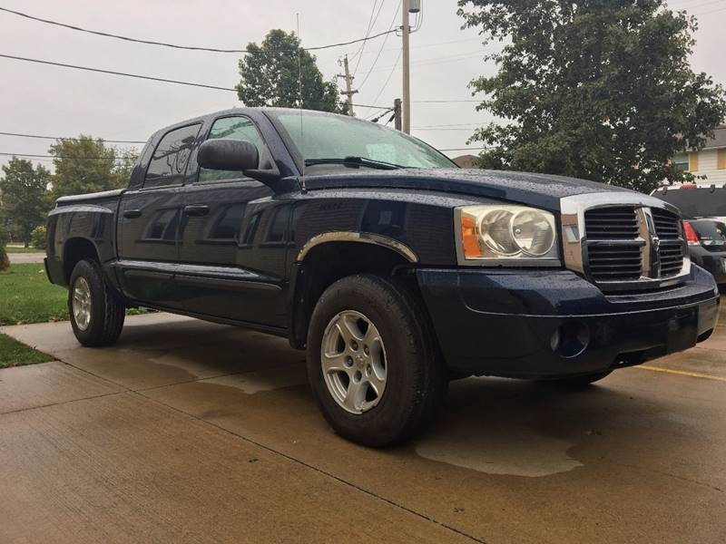 2007 Dodge Dakota for sale at VENTURE MOTORS in Euclid OH
