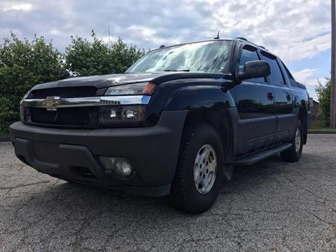 2004 Chevrolet Avalanche for sale at VENTURE MOTORS in Euclid OH