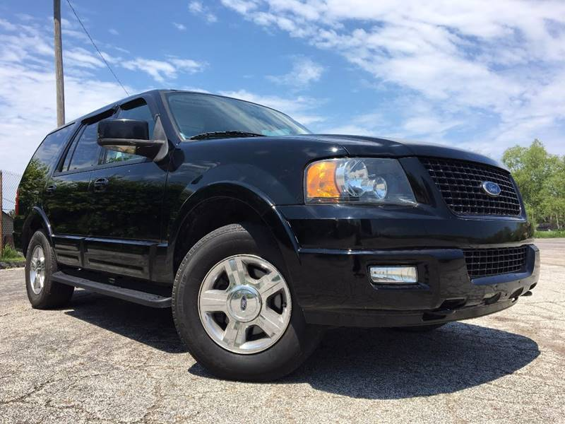 2005 Ford Expedition for sale at VENTURE MOTORS in Euclid OH