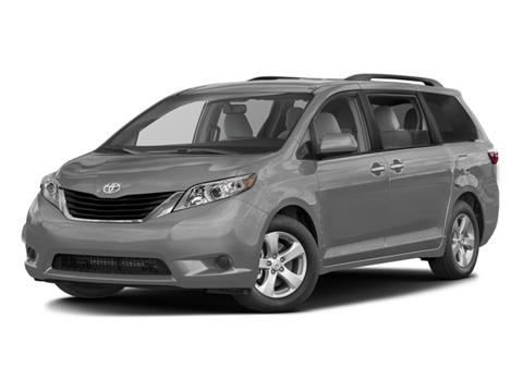 2017 Toyota Sienna for sale in Westbury, NY