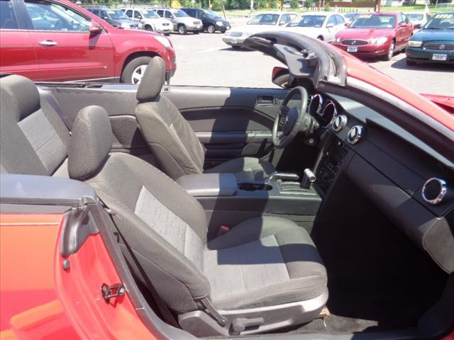 2005 Ford Mustang Deluxe 2dr Convertible - West Collingswood NJ