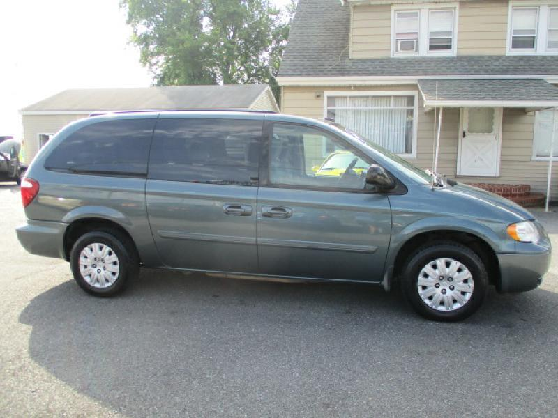2005 Chrysler Town and Country for sale at FINAL DRIVE AUTO SALES INC in Shippensburg PA